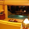 お部屋から見た夜のプール